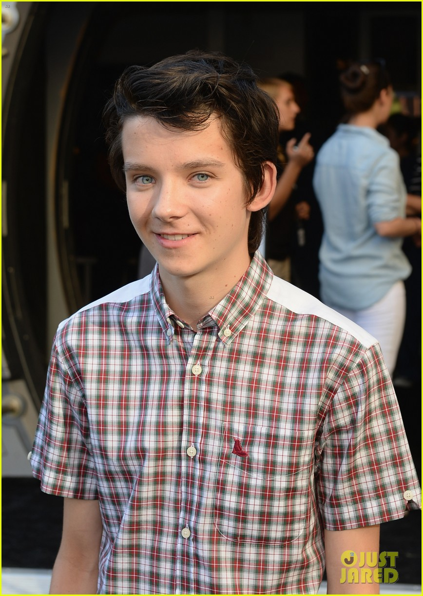 hailee steinfeld asa butterfield enders game at comic con 042911202