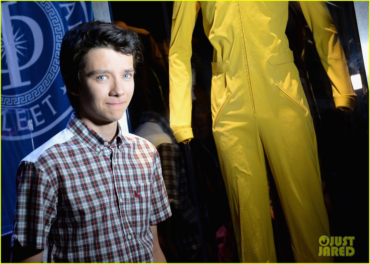 hailee steinfeld asa butterfield enders game at comic con 30