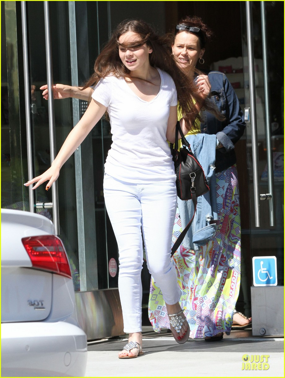 hailee steinfeld the keeping room wraps before comic con 012910700