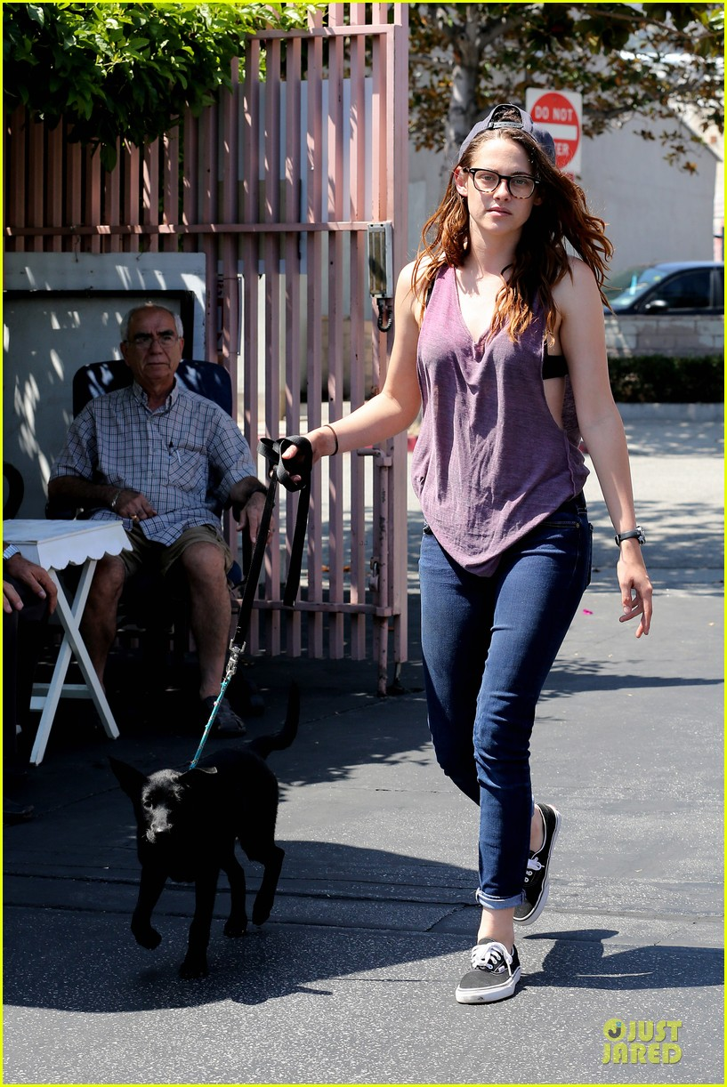 kristen stewart bra revealing walk with new puppy 08