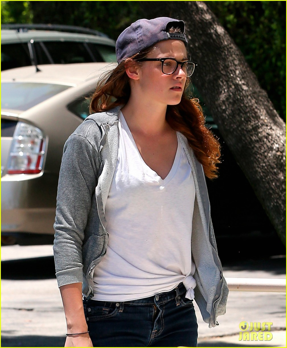 kristen stewart starts camp x ray work at the studio 052906107