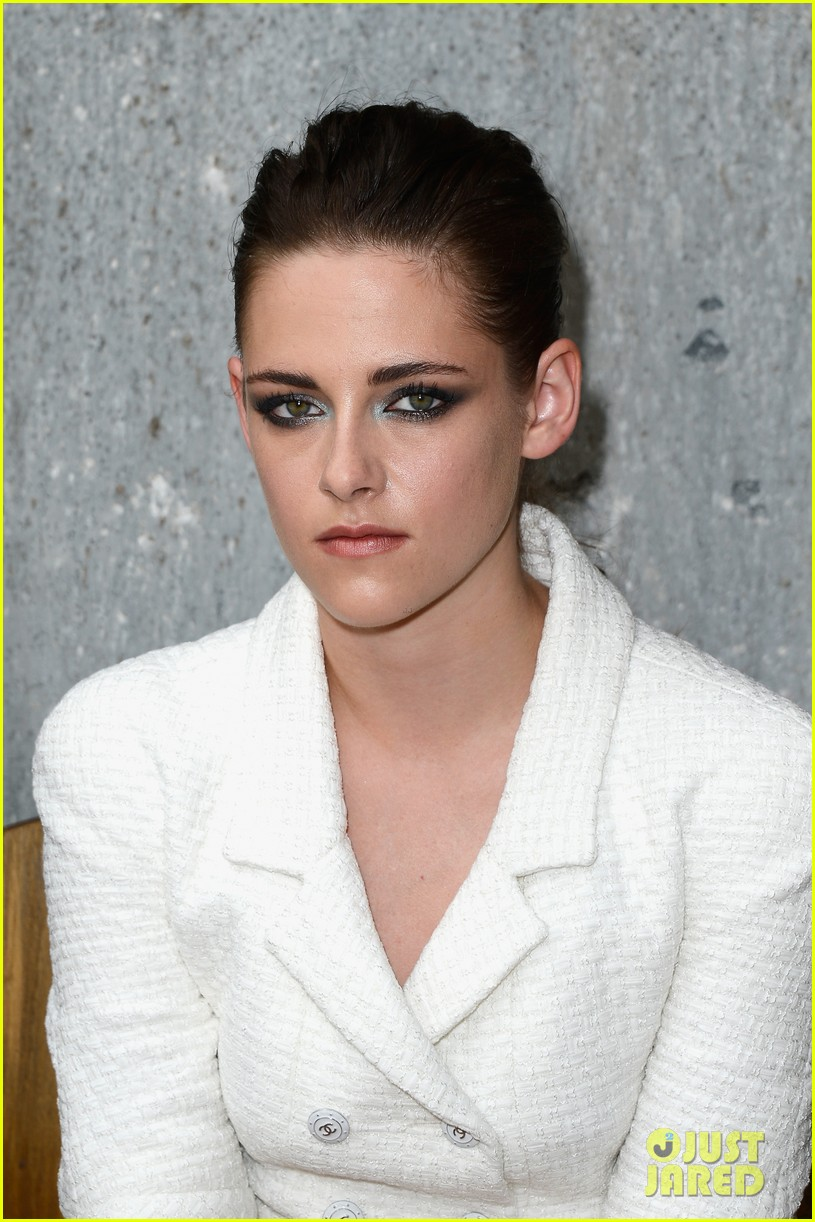 kristen stewart chanel paris fashion show 042902512