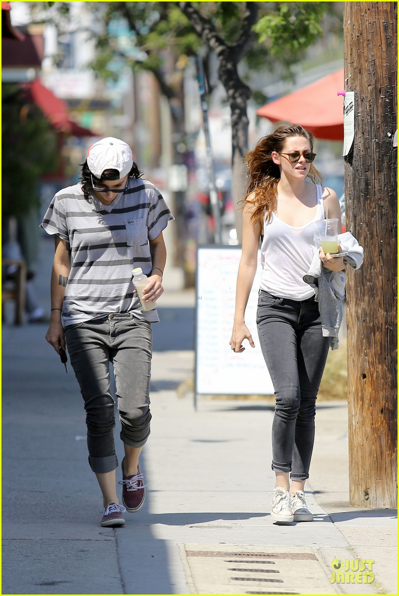 kristen stewart casual juice bar stop 23