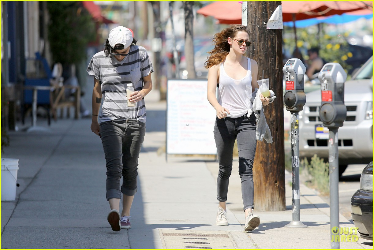 kristen stewart casual juice bar stop 24