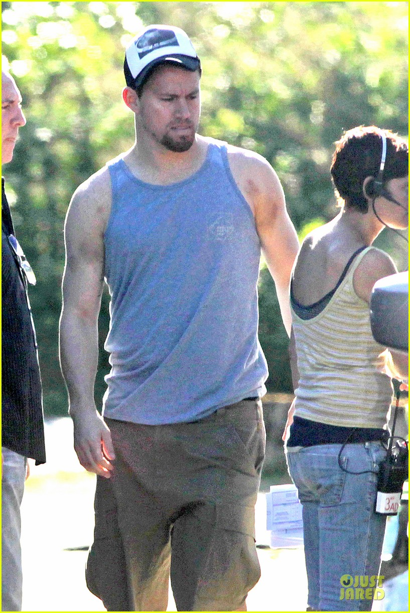 channing tatum visits jenna dewan on witches of east end set 02
