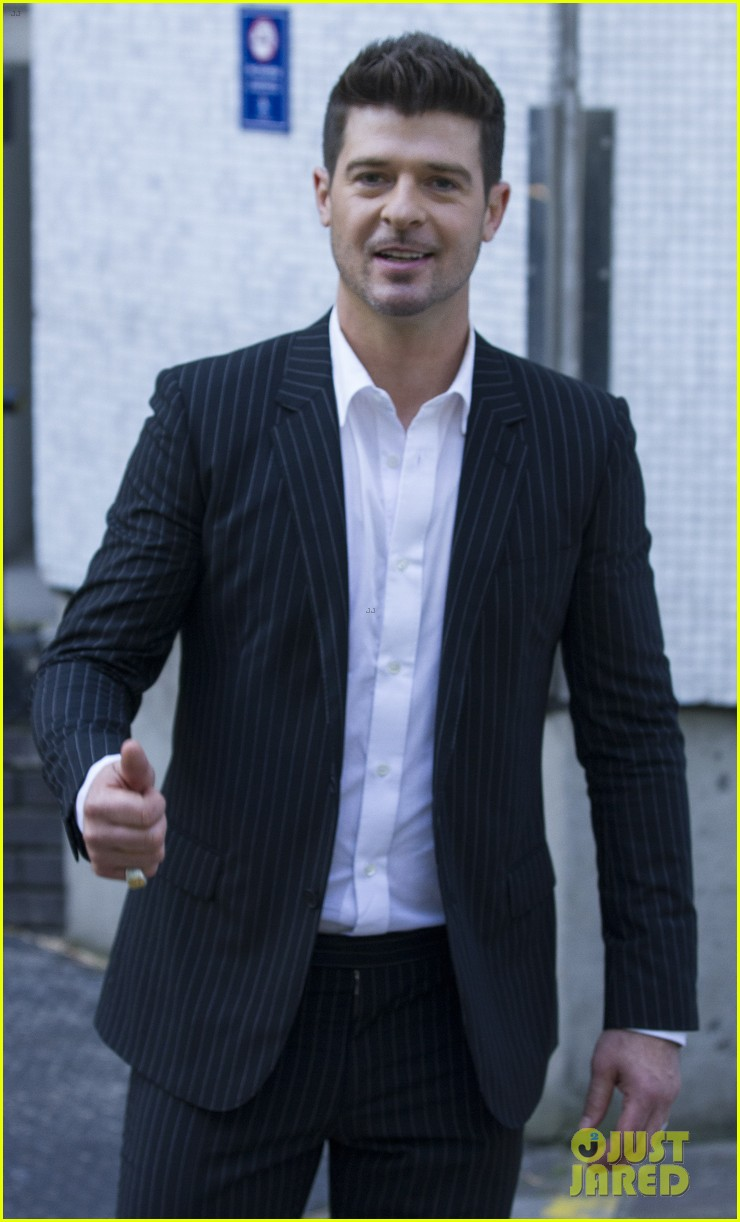 robin thicke blurred lines promo in london 05