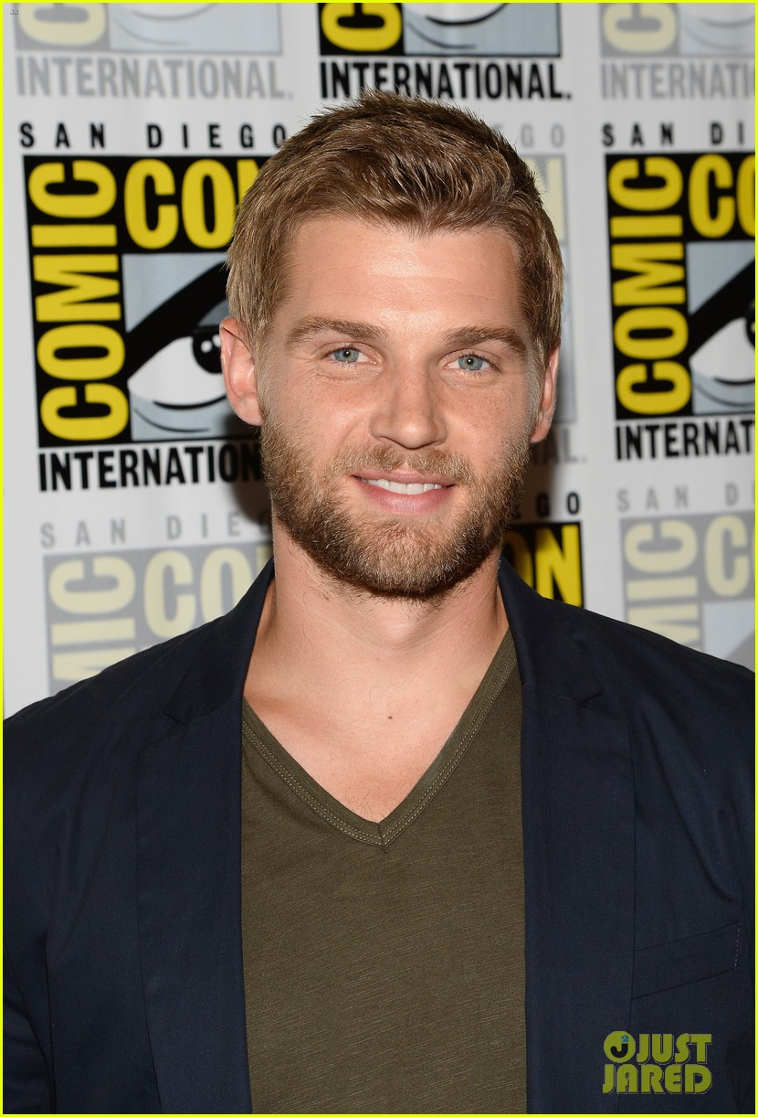 mike vogel rachelle lefevre under the dome at comic con 02