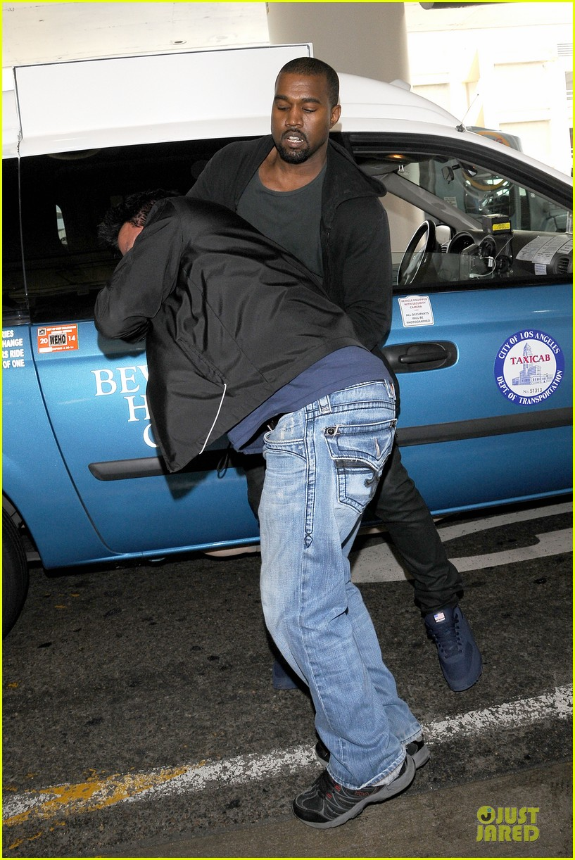 kanye west felony suspect after lax photographer scuffle 10
