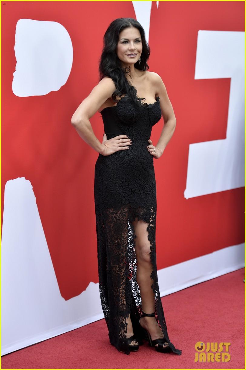 Catherine Zeta Jones Bruce Willis Red 2 Premiere Photo