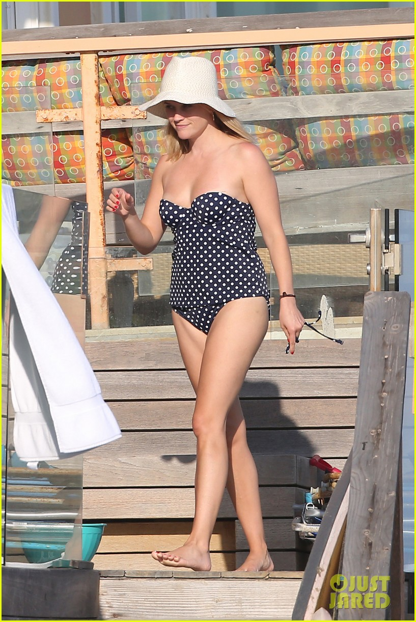 reese witherspoon beach holiday with jim toth tennessee 022904131