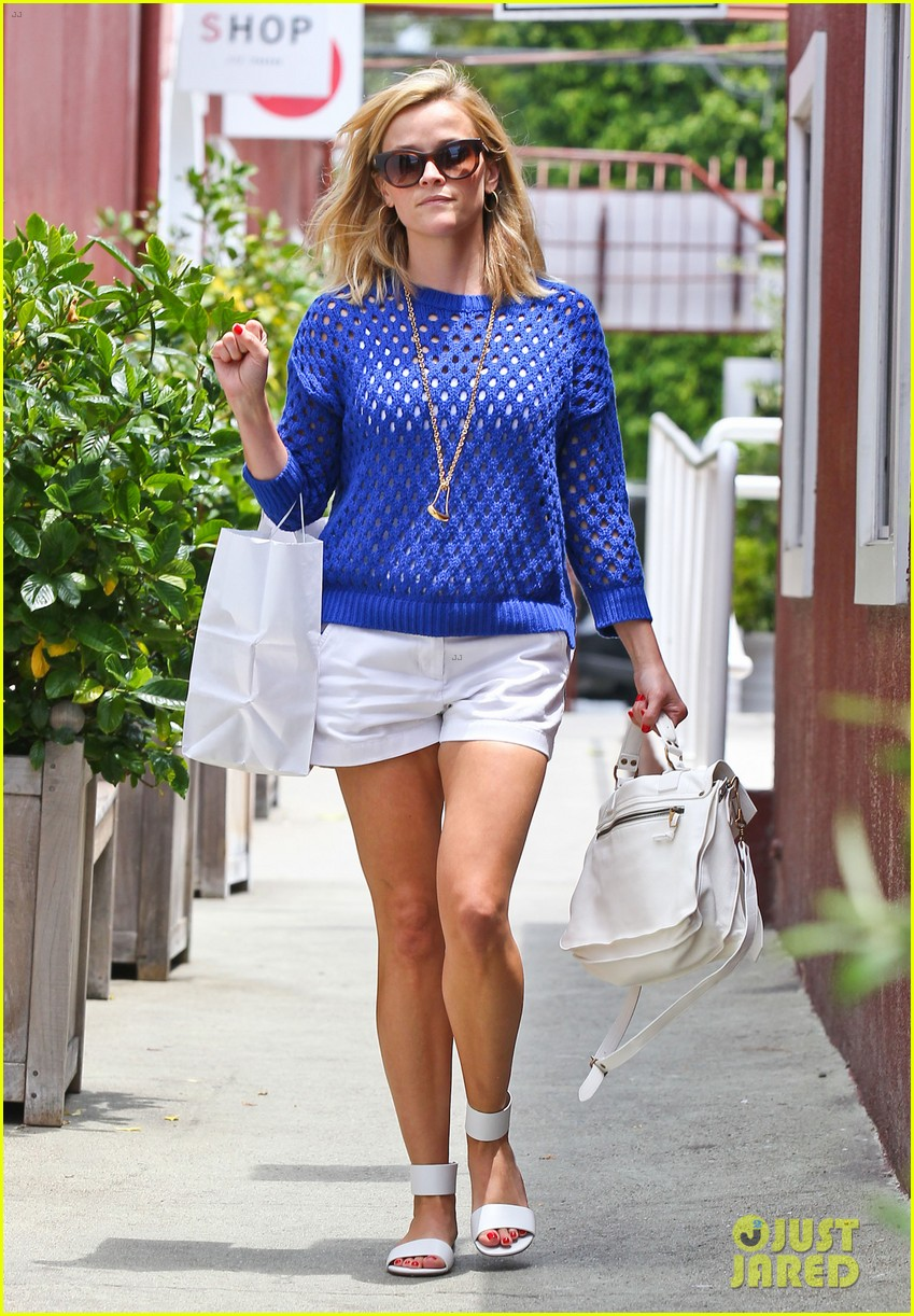 reese witherspoon brentwood country mart stop 01