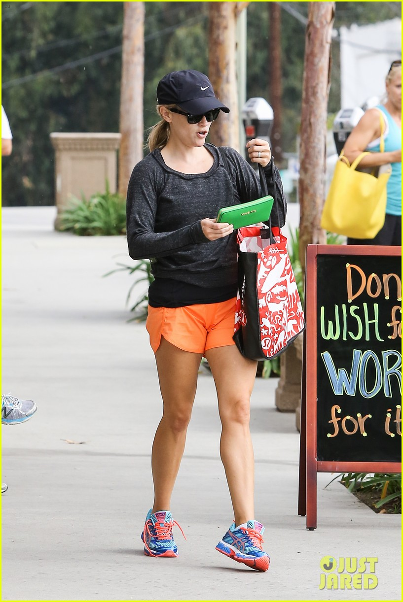 reese witherspoon takes car of business in beverly hills 13