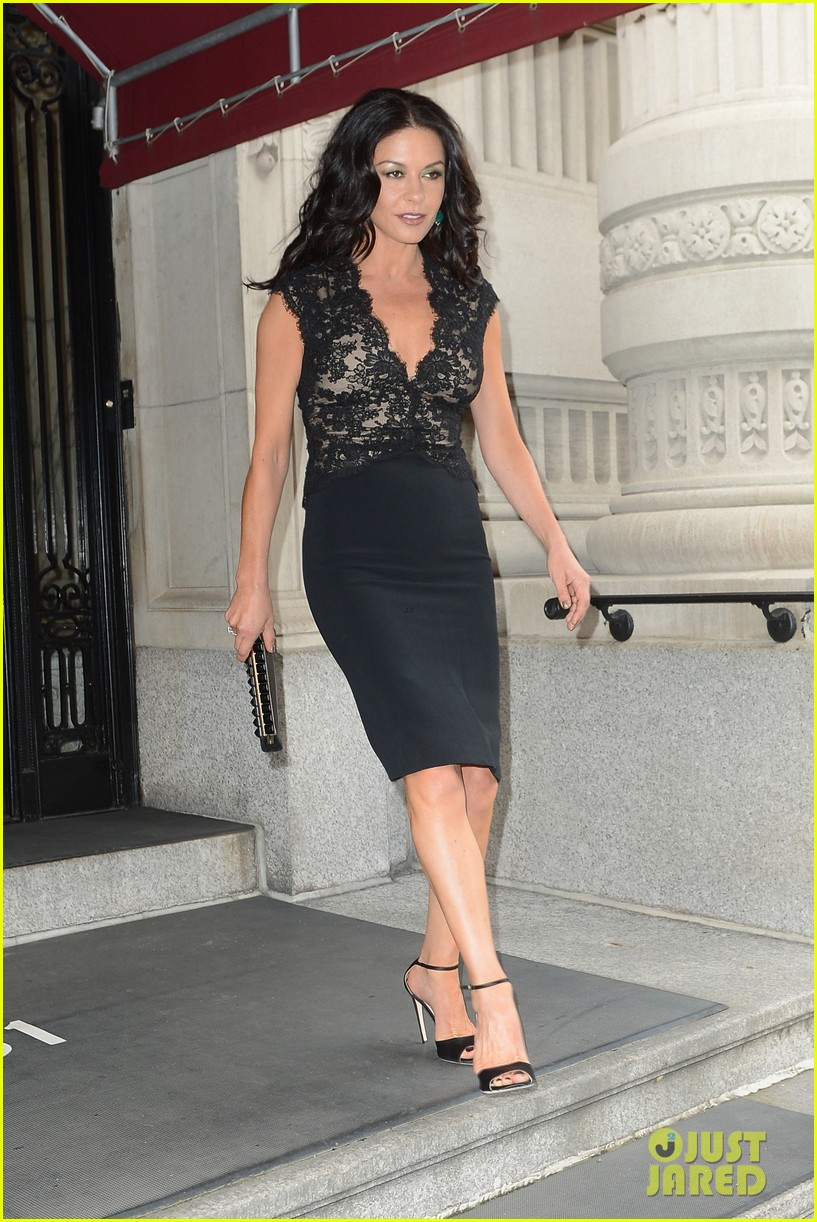 catherine zeta jones late night with jimmy fallon appearance 082911329