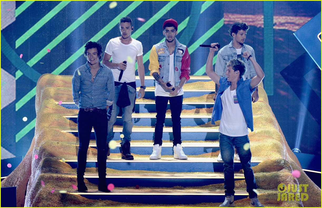 One Direction - Teen Choice Awards Performance 2013 (Video)