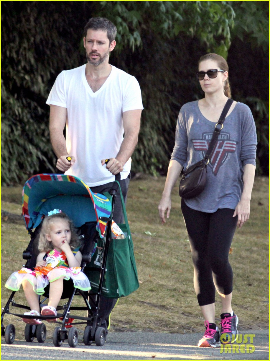amy adams shops for groceries in vancouver with the family 122931091