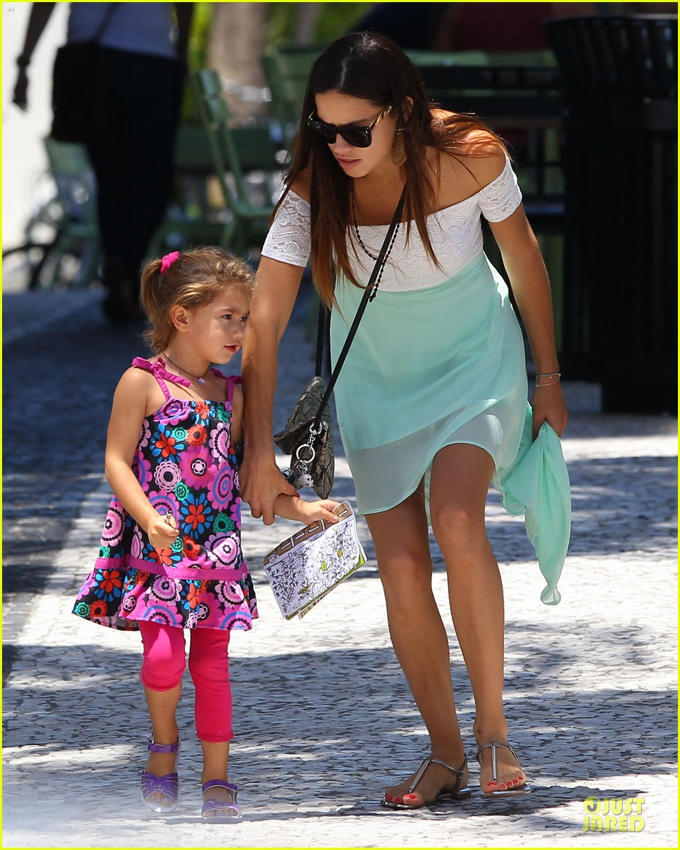 Photo of Adriana Lima & her Daughter  Sienna Lima Jarić