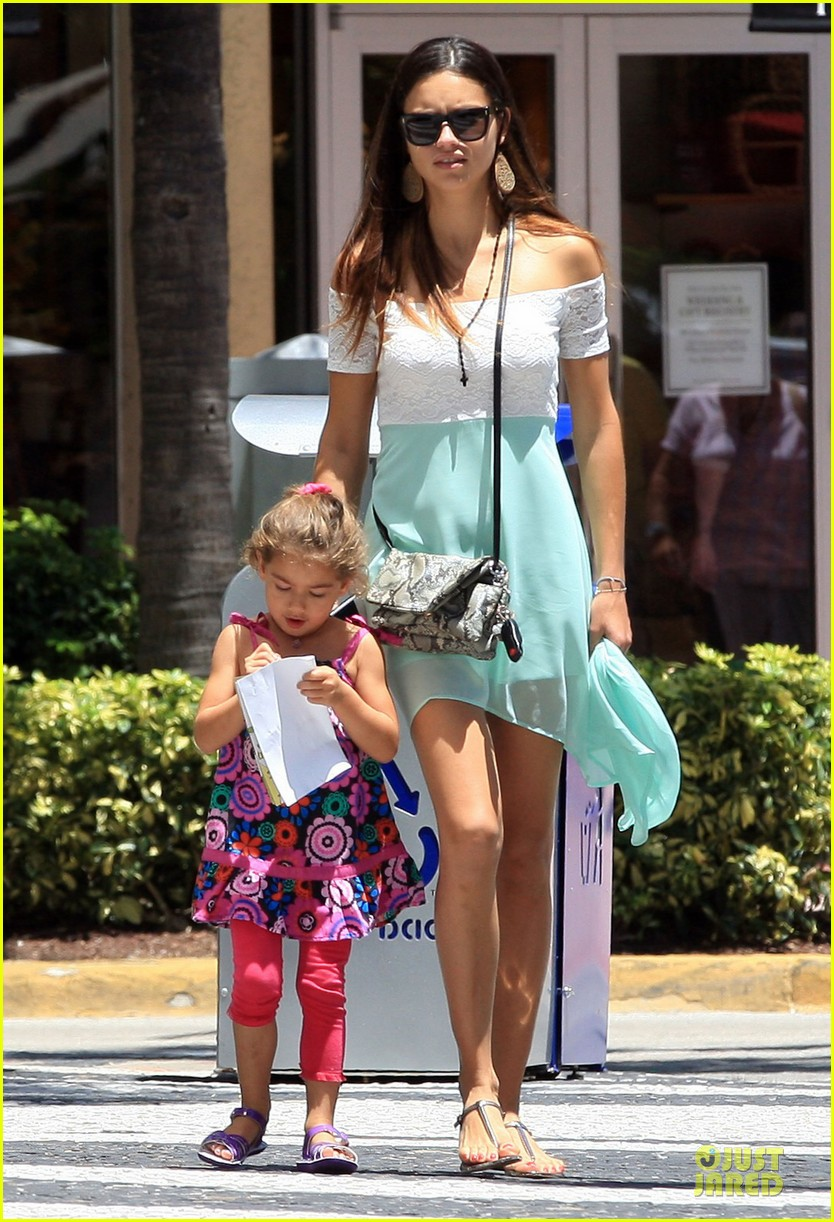 adriana lima family lunch with valentina sienna 24