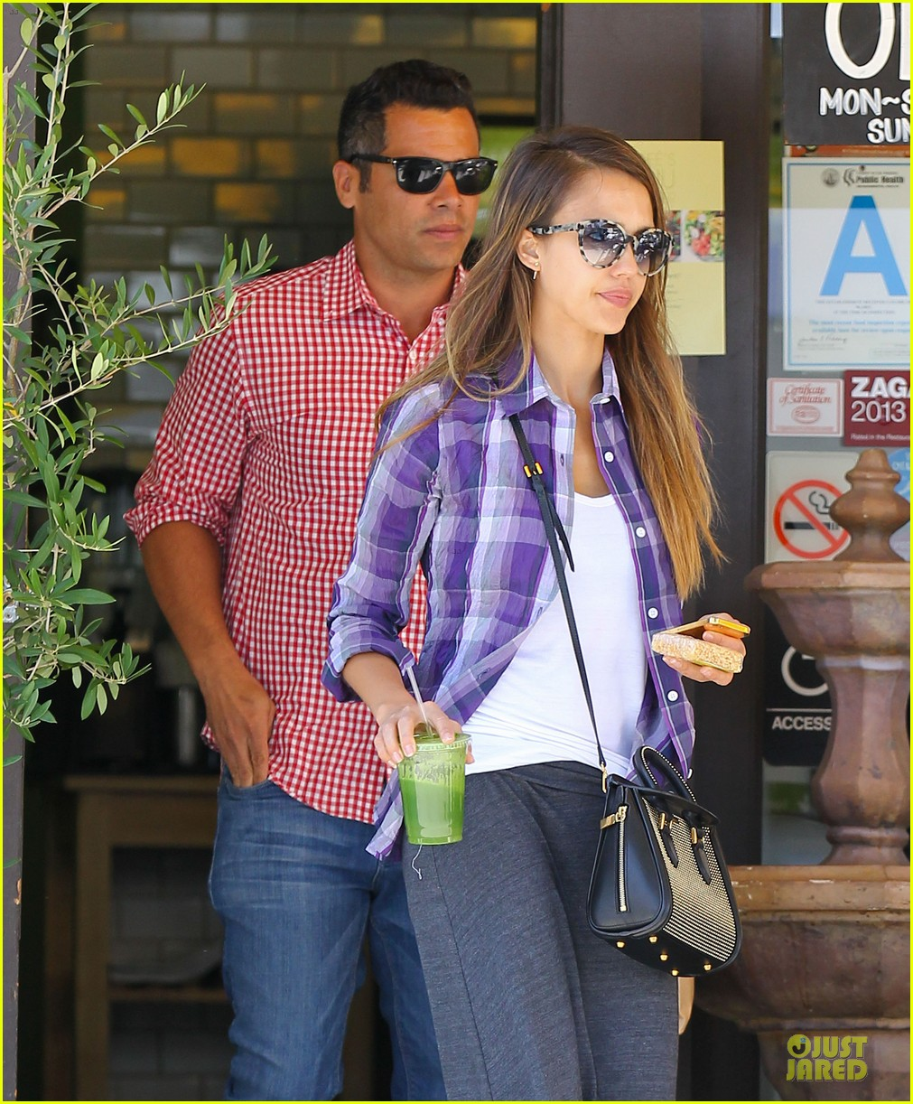 jessica alba cash warren kissing before lunch 06