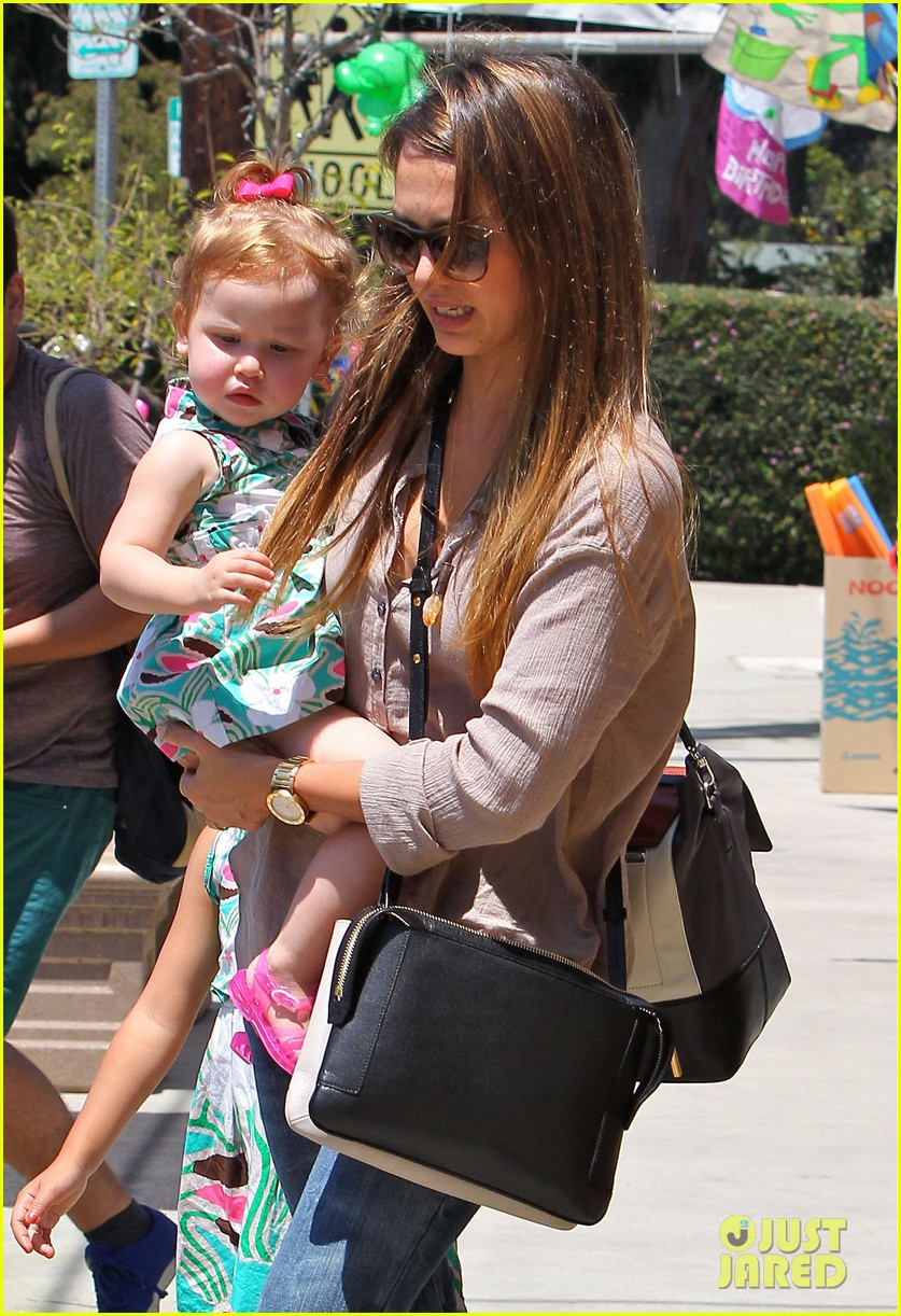 jessica alba honor haven wear matching outfits 02