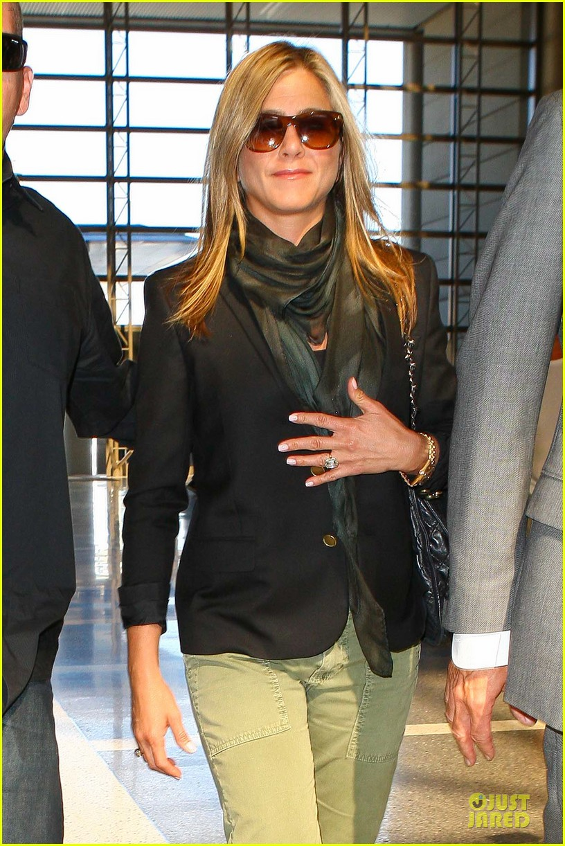jennifer aniston addresses baby wedding rumors 04