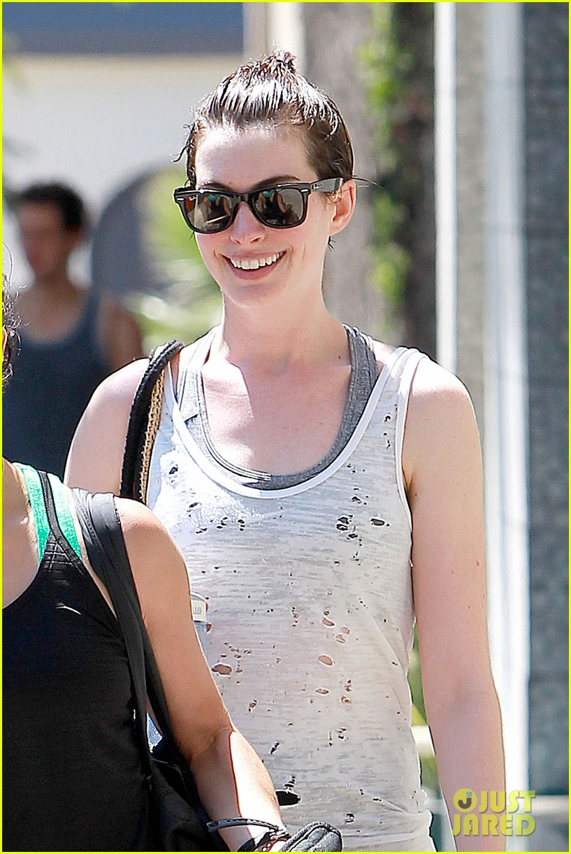 anne hathaway interstellar set video released 07