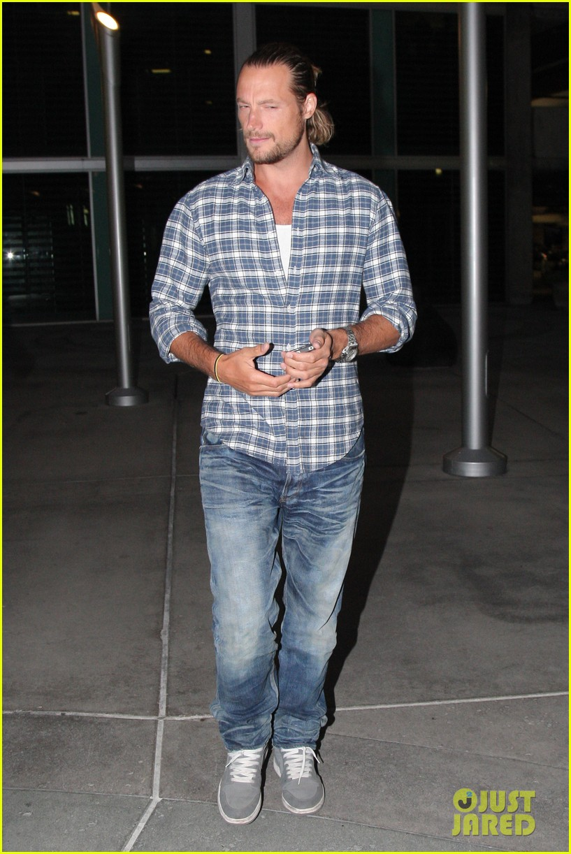 gabriel aubry catches evening movie at arclight 08
