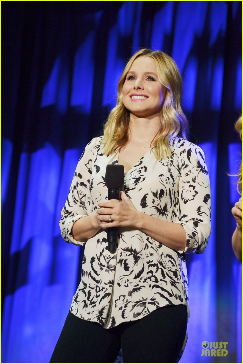 kristen bell idina menzel frozen at disney d23 expo 082926922