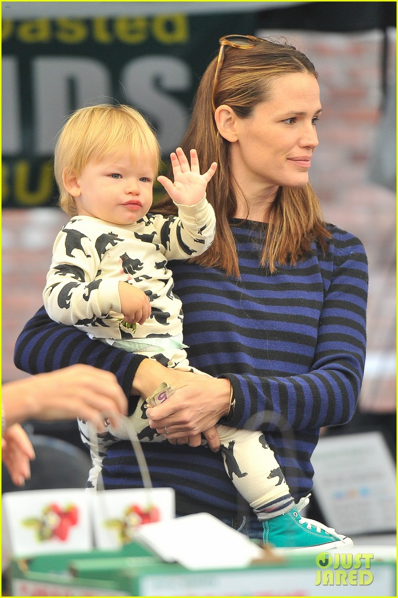Jennifer Garner Steps Out With Samuel - blogarama.com