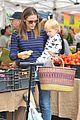 ben affleck jennifer garner farmers market morning with violet samuel 14