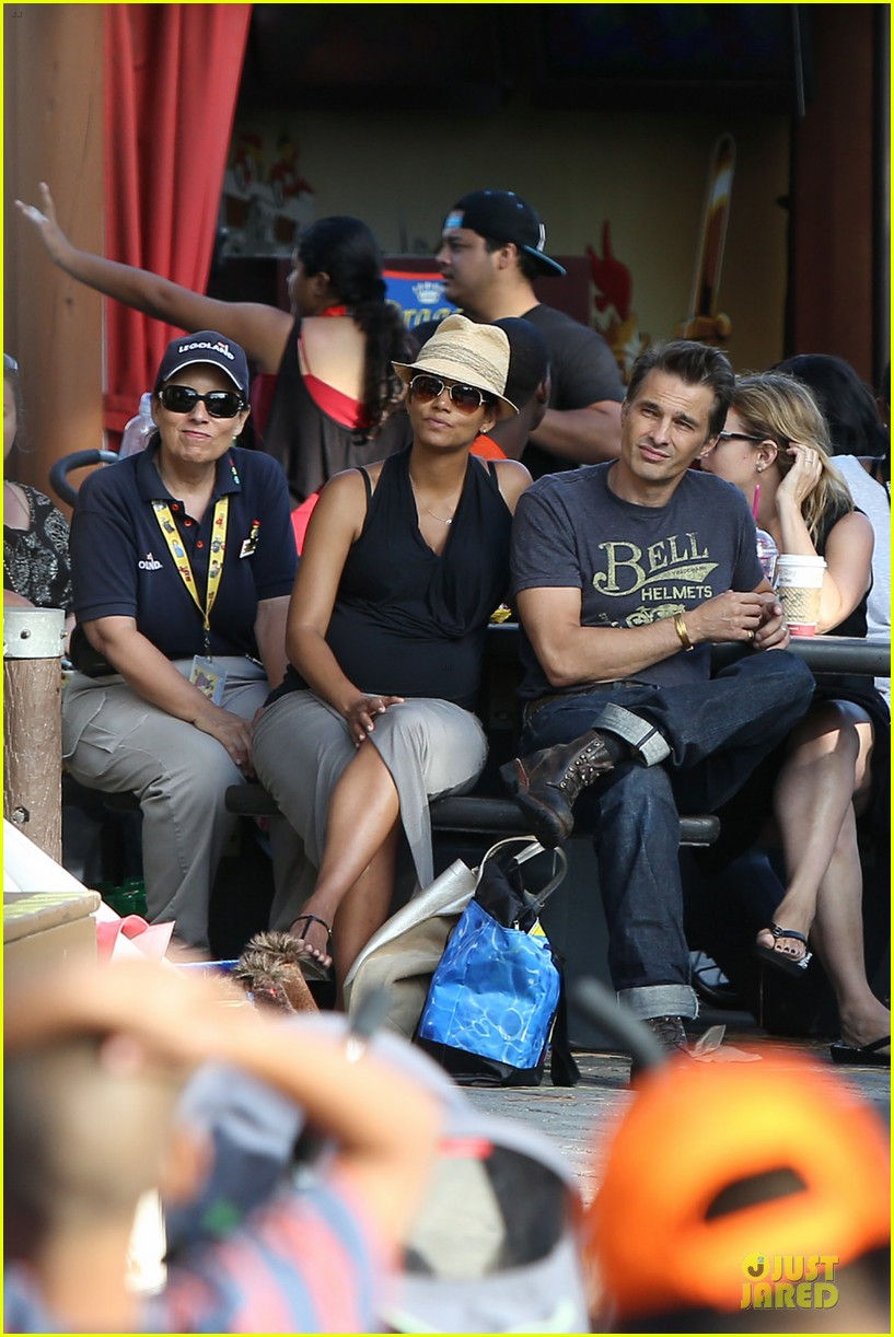 halle berry olivier martinez legoland with nahla 11