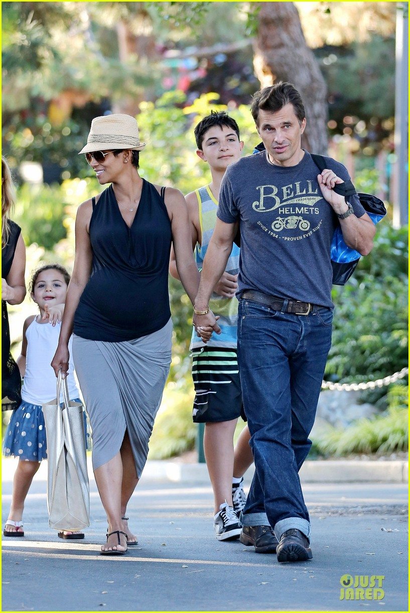 halle berry olivier martinez legoland with nahla 22