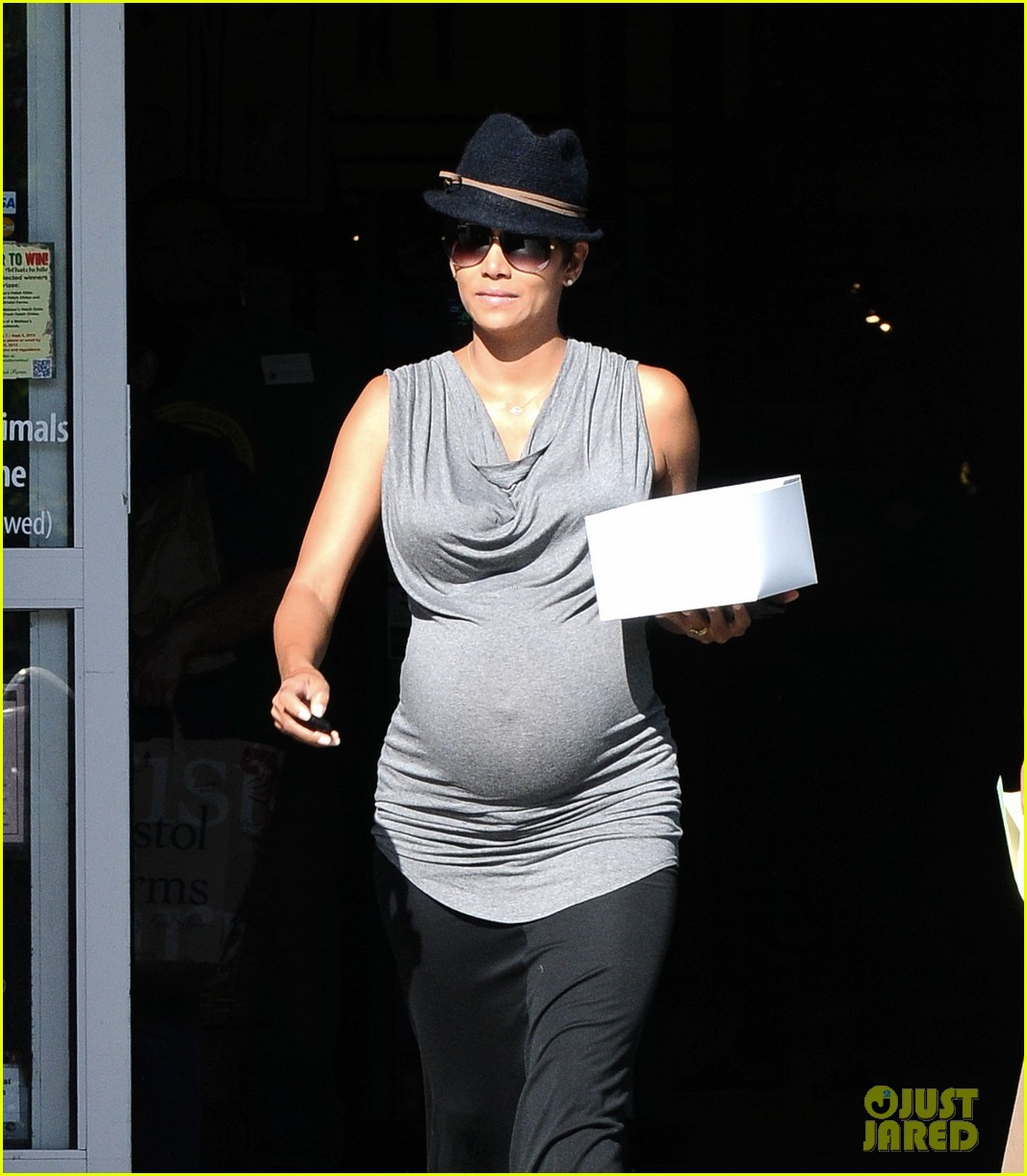 halle berry pregnant pastry run 07