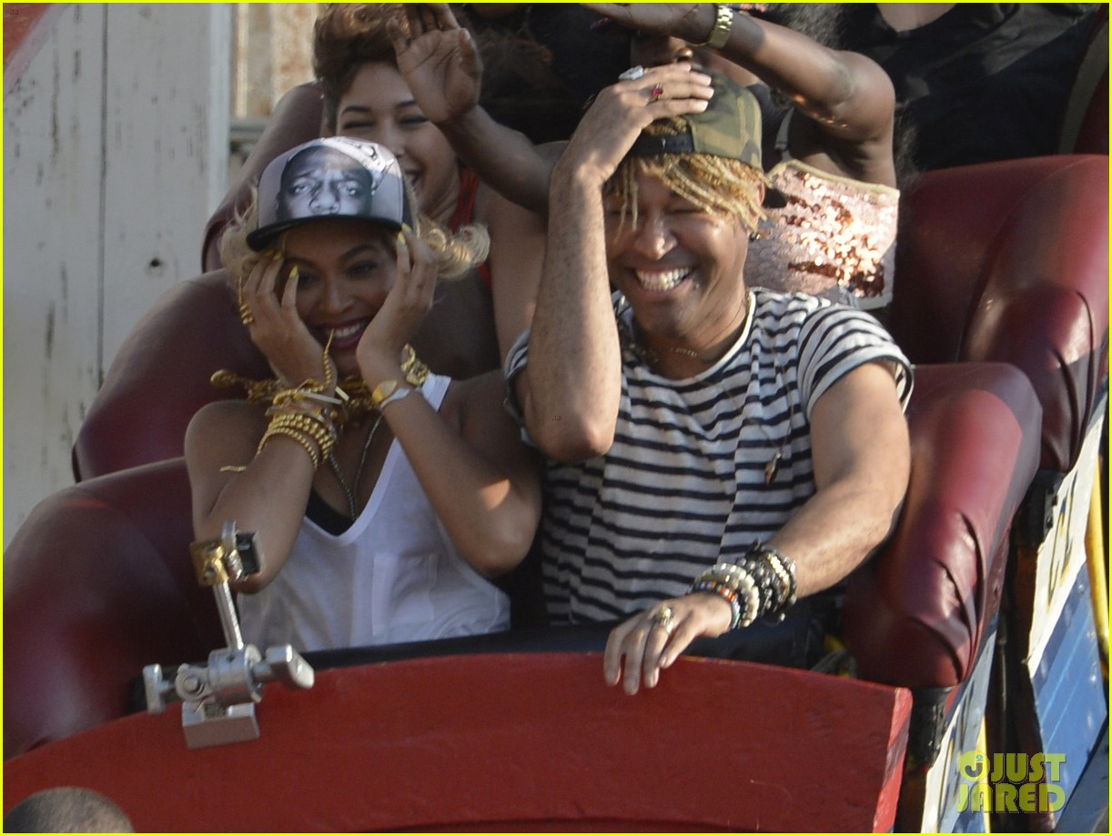 beyonce coney island cyclone rider for music video shoot 02