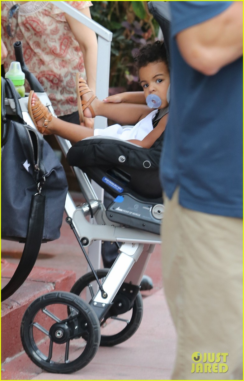 beyonce flaunts new haircut at lunch with jay z blue ivy 04