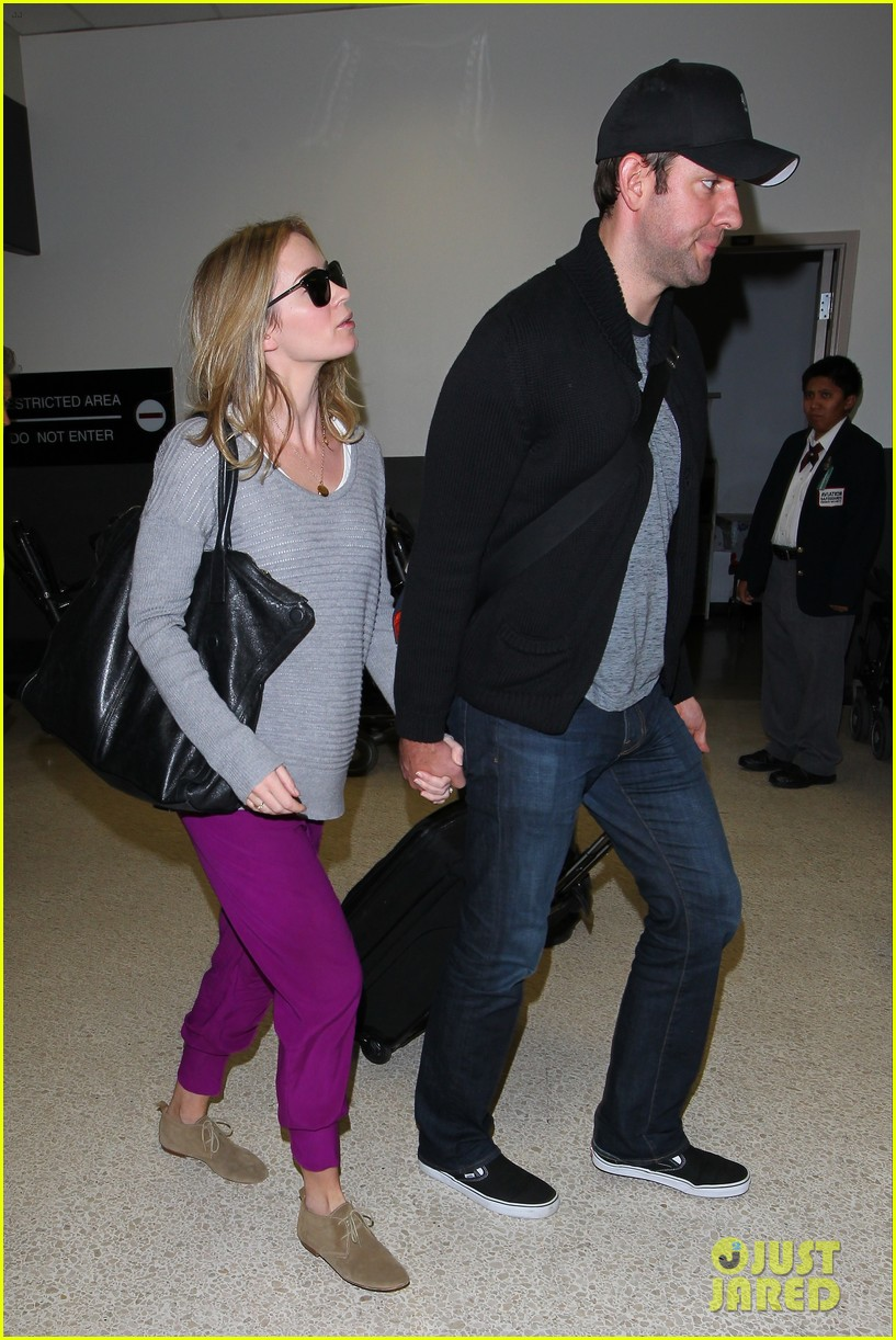 emily blunt john krasinski hold hands for lax landing 10