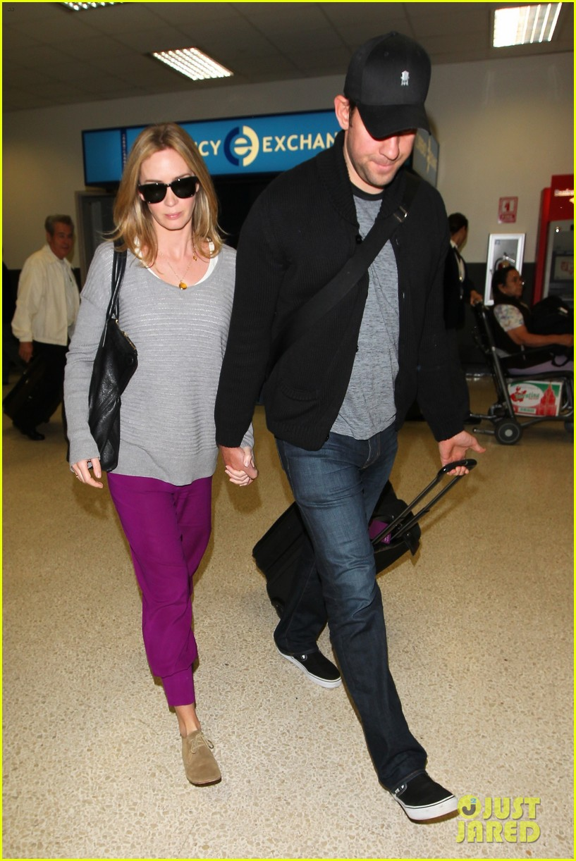 emily blunt john krasinski hold hands for lax landing 13