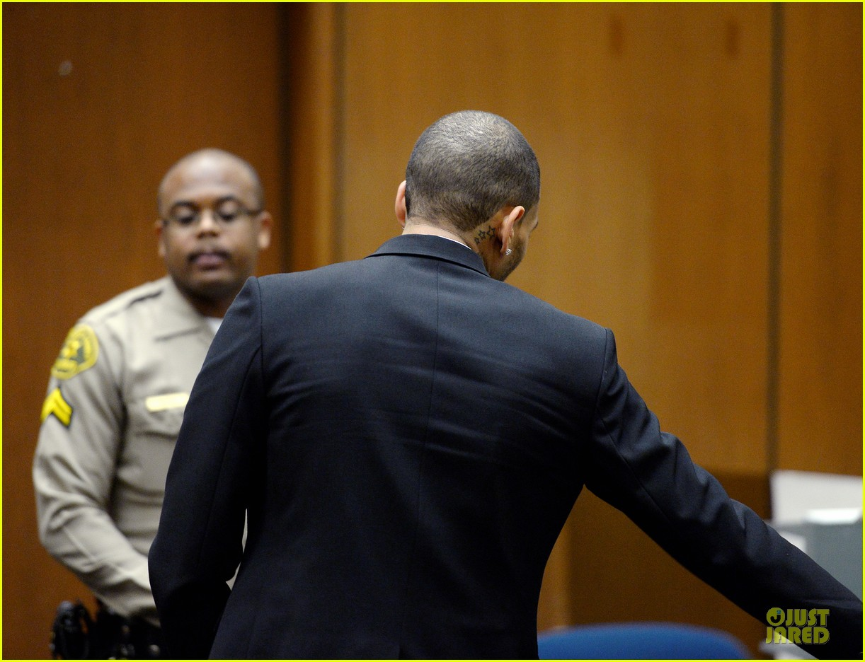 chris brown sentenced to 1000 hours of community labor 08