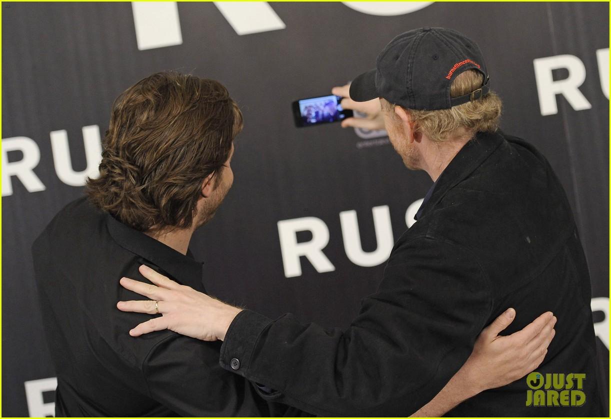 daniel bruhl rush madrid photo call with ron howard 10