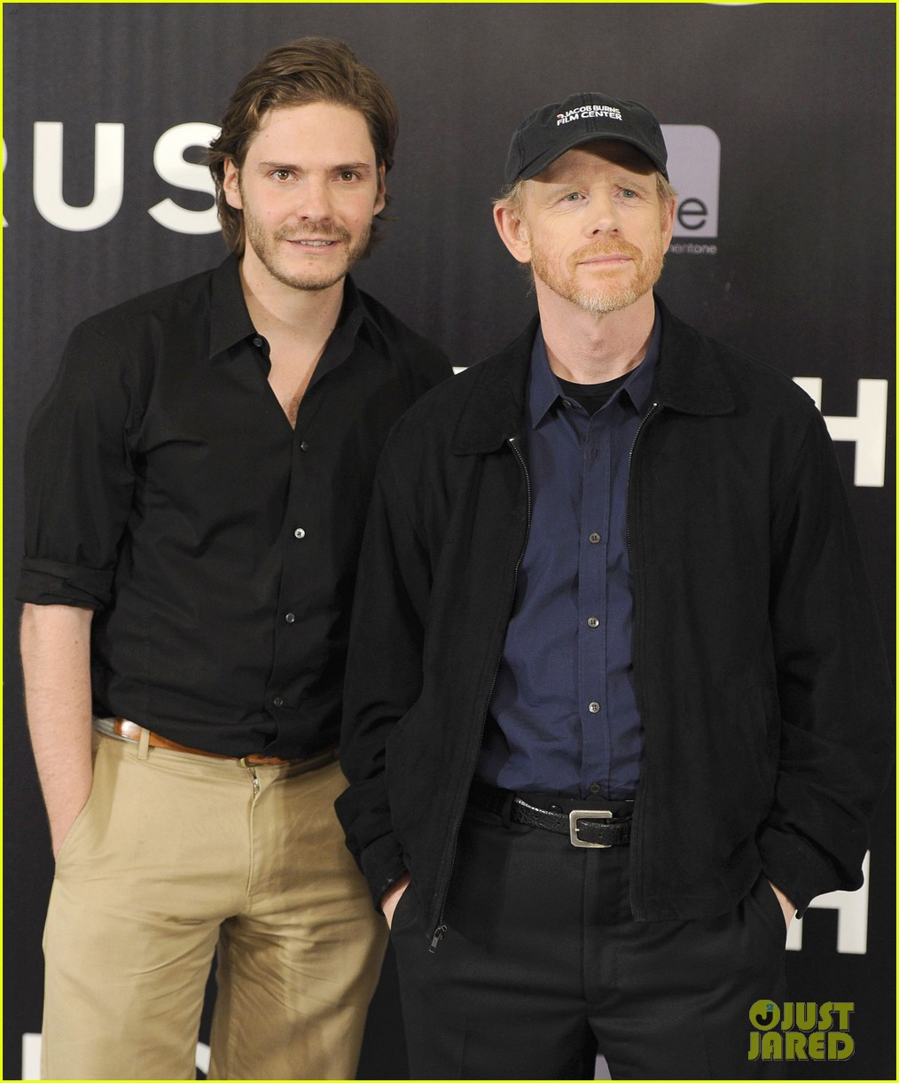 daniel bruhl rush madrid photo call with ron howard 12