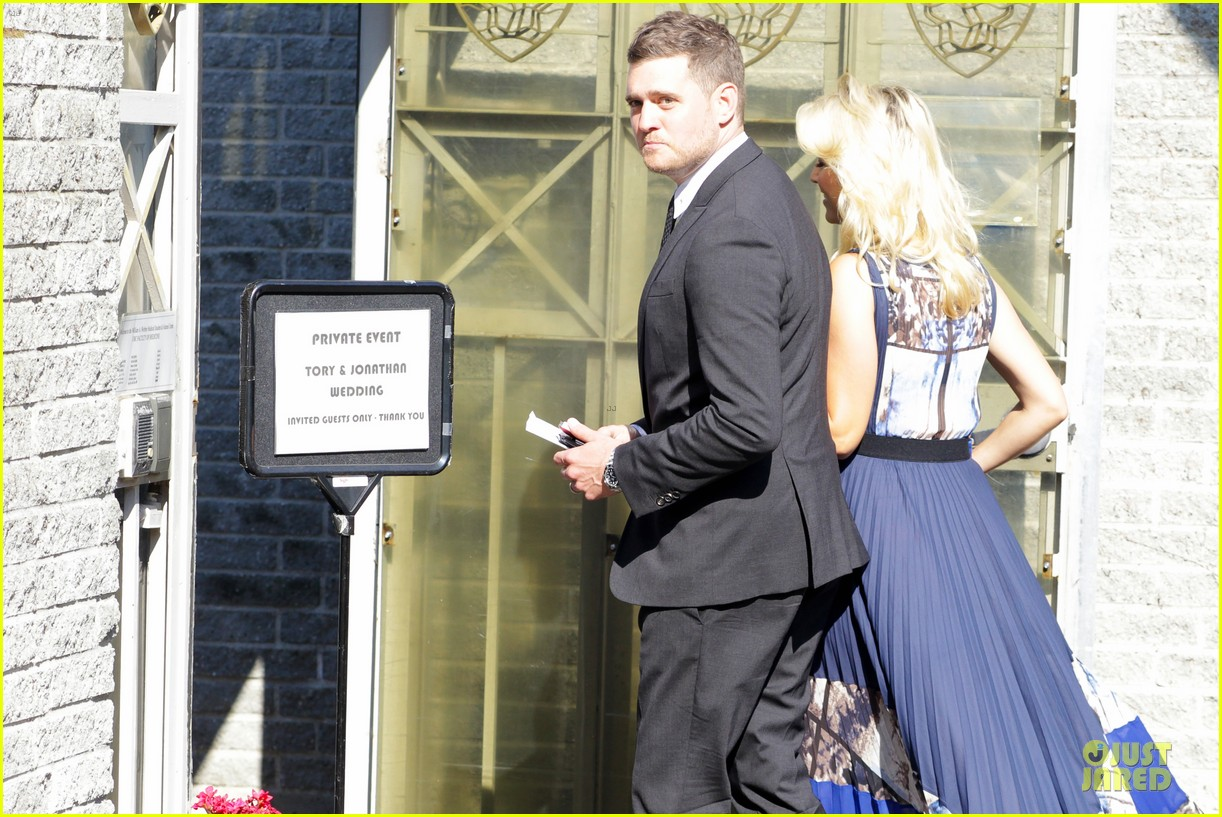 michael buble lusiana lopilato vancouver wedding couple 04