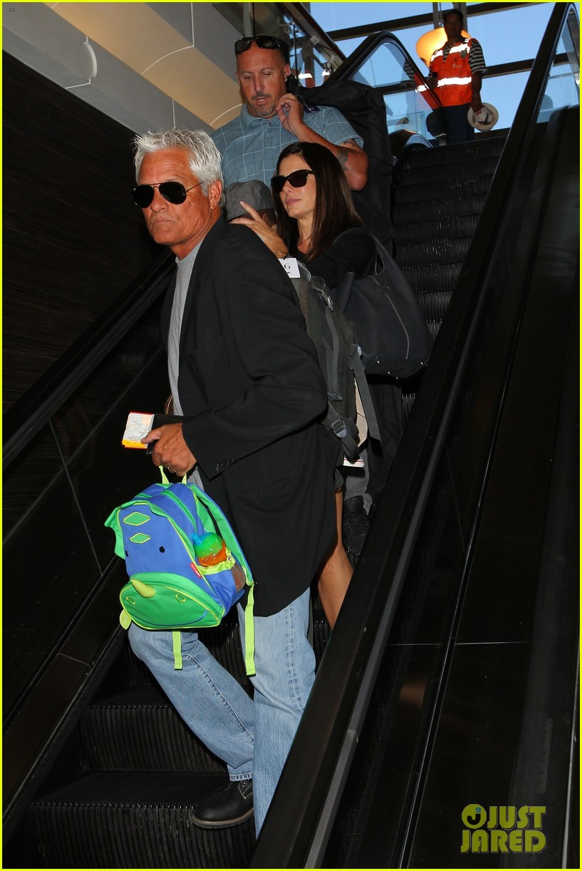 sandra bullock catches a flight with louis 152935834