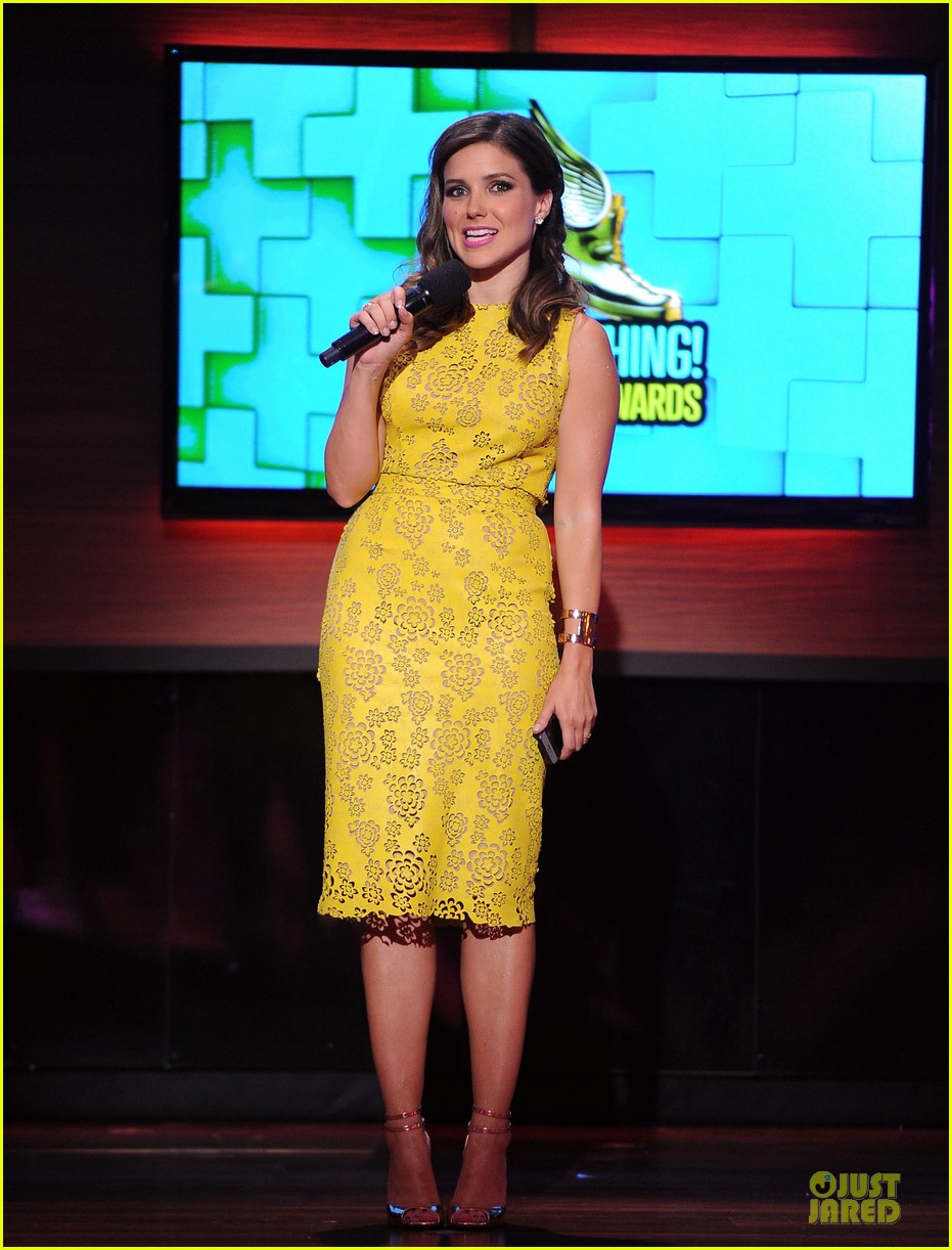 sophia bush host do something awards in different dresses 03