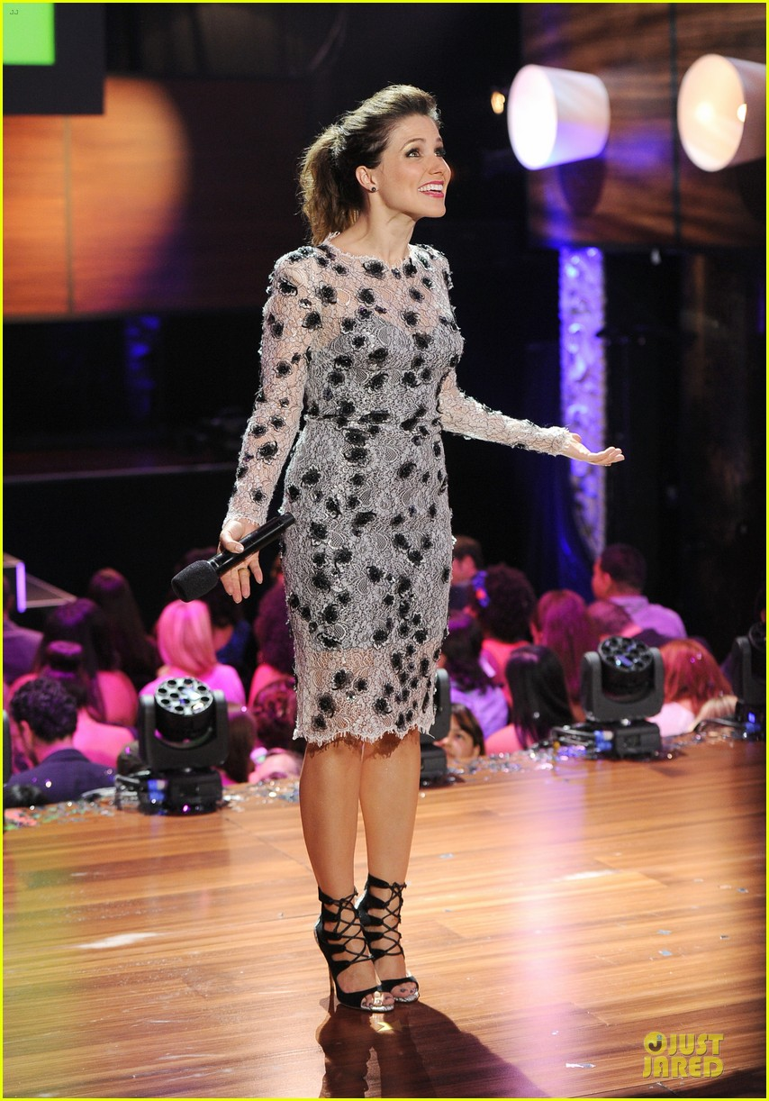 sophia bush host do something awards in different dresses 052921255