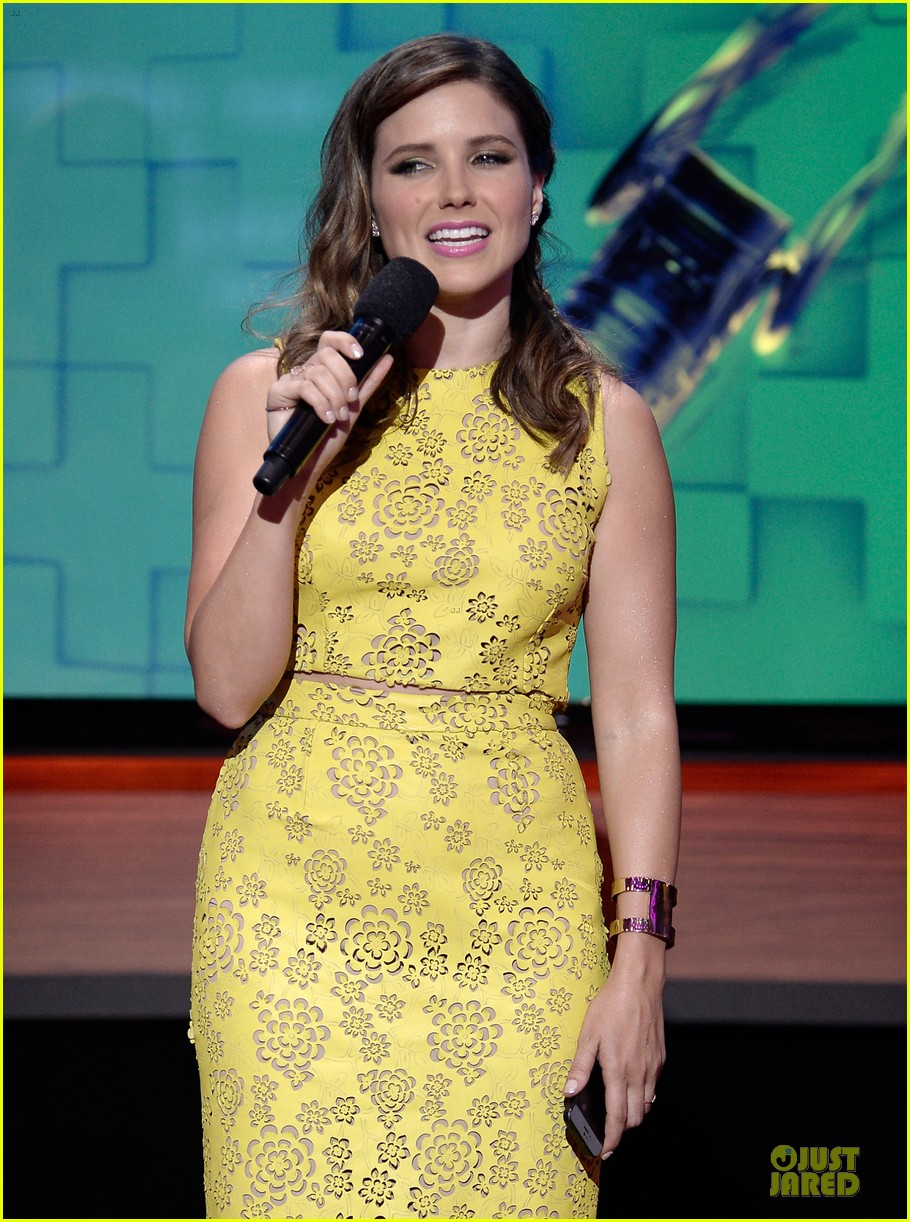 sophia bush host do something awards in different dresses 07