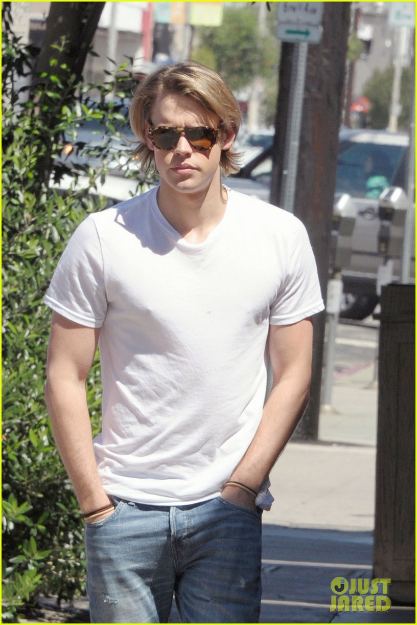 chord overstreet lunches after glee begins filming 02