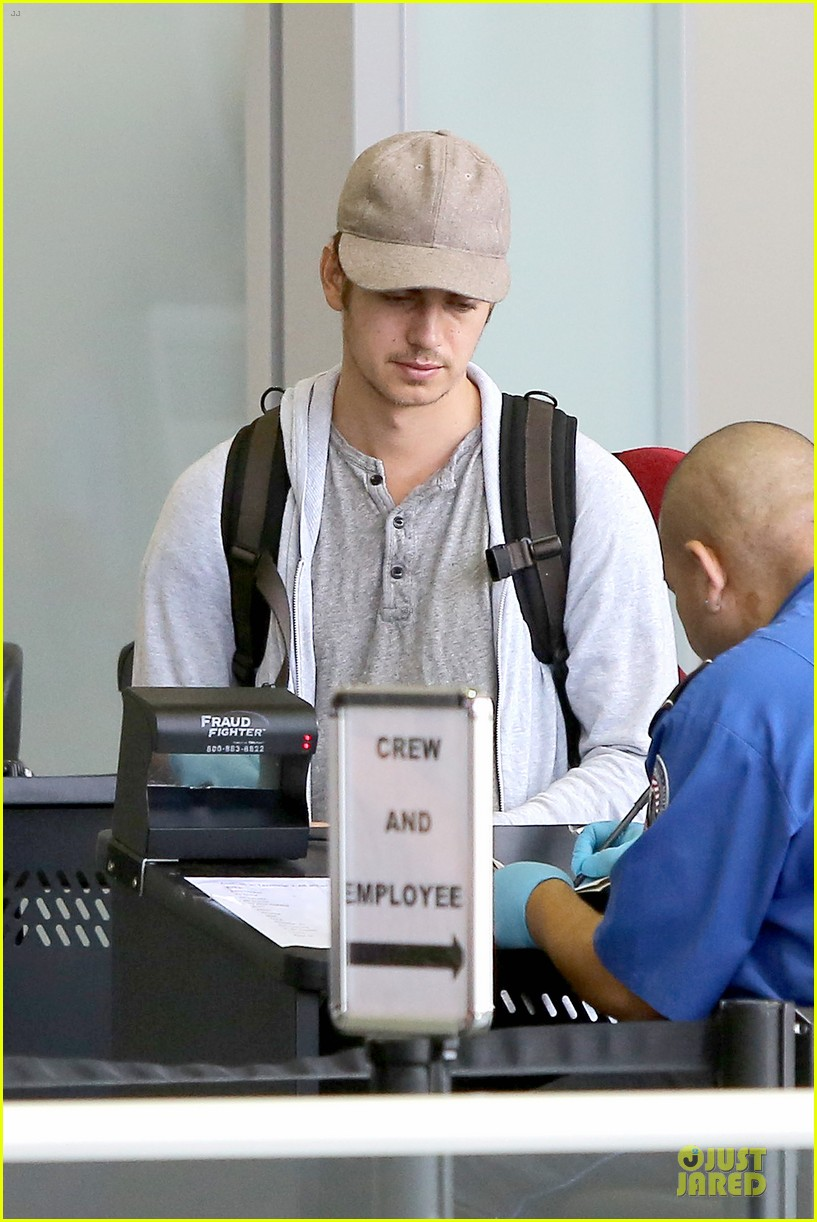hayden christensen fly yellow stud at lax airport 07