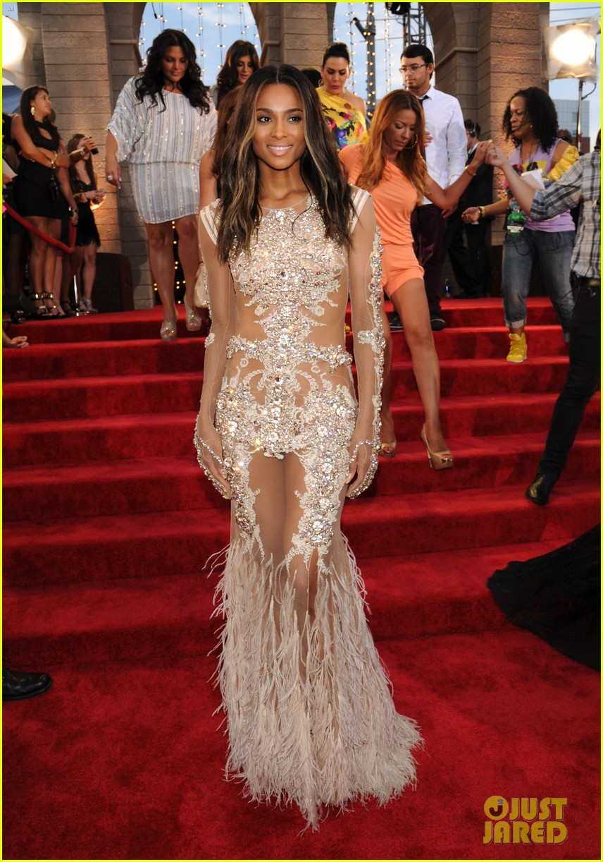 ciara mtv vmas 2013 red carpet with future 052937612