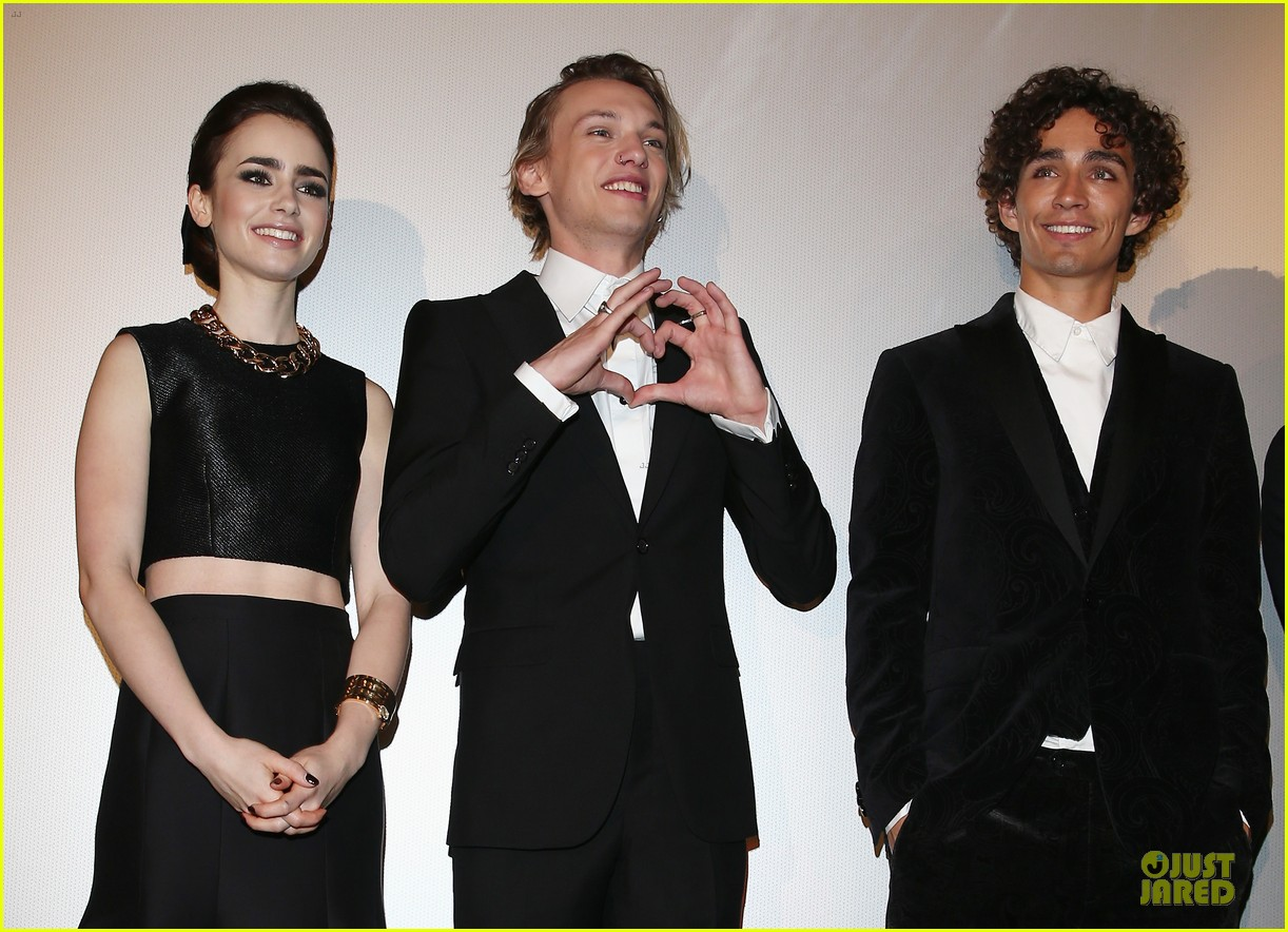 lily collins jamie campbell bower city of bones berlin premiere 04