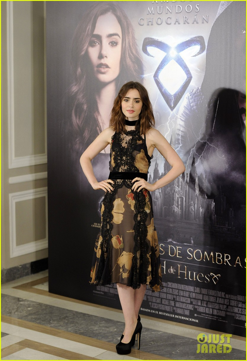 lily collins jamie campbell bower mortal instruments madrid photo call 01