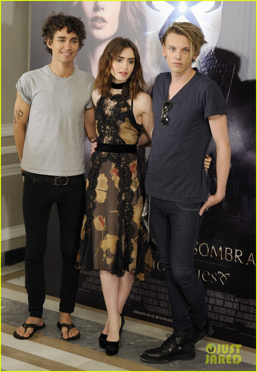lily collins jamie campbell bower mortal instruments madrid photo call 03
